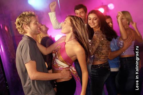 девушка в клубе видео